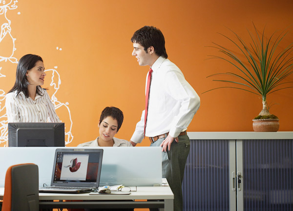 Businesspeople in an office --- Image by © Todd Warnock/Corbis